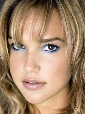Celeb-a-Like - Arielle Kebbel's Makeup in Icy Blue