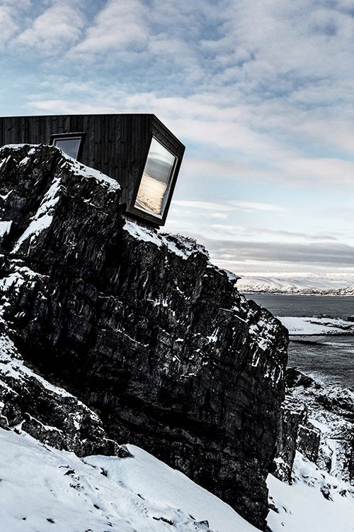 Kongsfjord wind shelter — bird hide