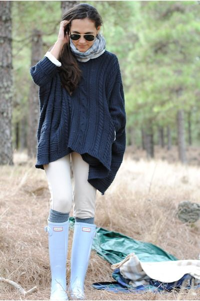 Big blue sweater with those light blue hunter boots