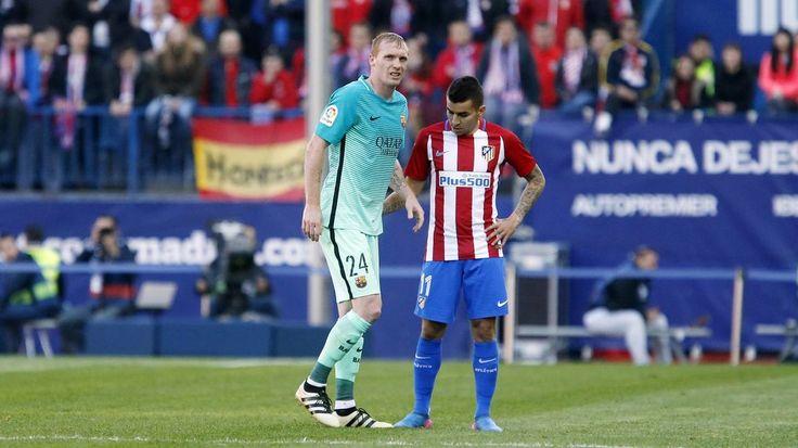 Jérémy Mathieu a dû céder sa place sur la pelouse du Vicente Calderón, suite à un tacle de Correa. Le défenseur français souffre d'un entorse du ligament externe de la cheville gauche. La durée de son absence dépendra de l'évolution de sa blessure