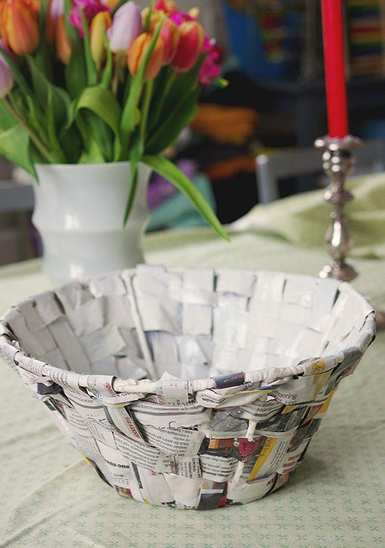 Korg av lampskärm och gamla tidningar. Ninette Bane för Monthly Makers februari, tema återbruk.