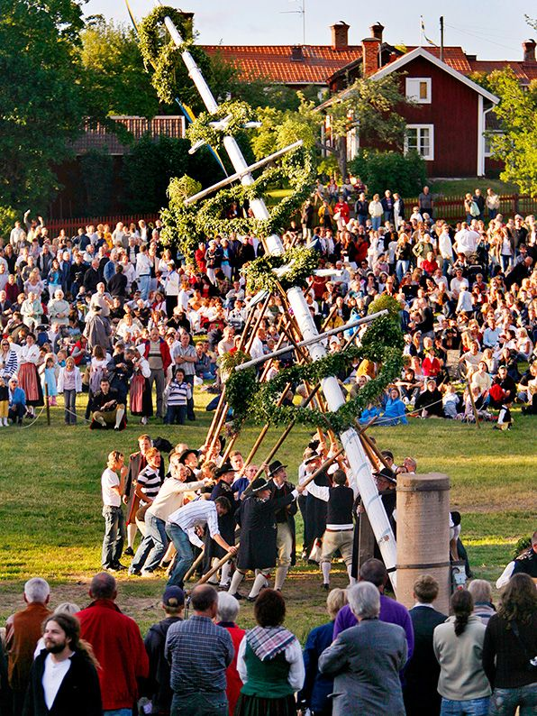 Apart from Christmas, the Midsummer Festival is the most important holiday on the Swedish calendar. Flowers in your hair, dancing around a maypole, singing songs while drinking schnapps and eating pickled herring is all part of this special celebration. We recommend visiting Leksand to experience the largest midsummer festival in Sweden.