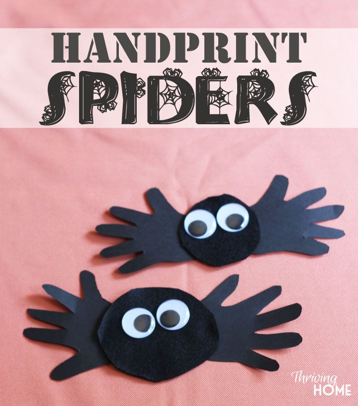 Easy Halloween handprint craft. Great for preschoolers! Would be a fun and easy activity to do at a Halloween party.