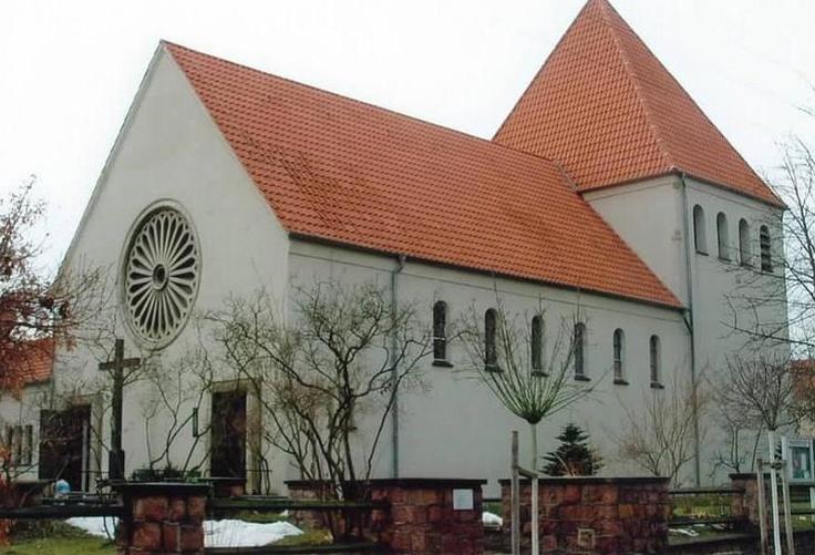 Dachsanierung einer Kirche durch den Dachdeckerbetrieb Helmut Starke in Bitterfeld-Wolfen (06766) | Dachdecker.com