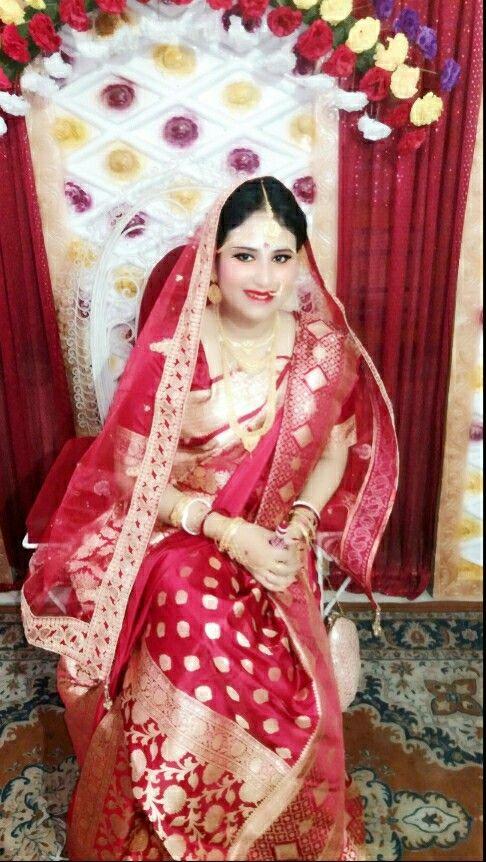Red Benarasi Saree..my wedding day.. totally traditional.. Smokey eyes..😍😘
