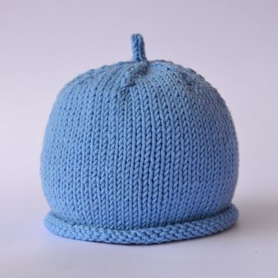 A basic baby hat in different sizes, Pattern in Italian.