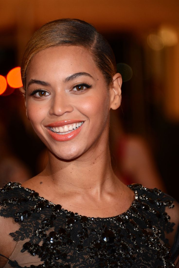 beyoncé knowles | coral lips, false lashes and ponytail