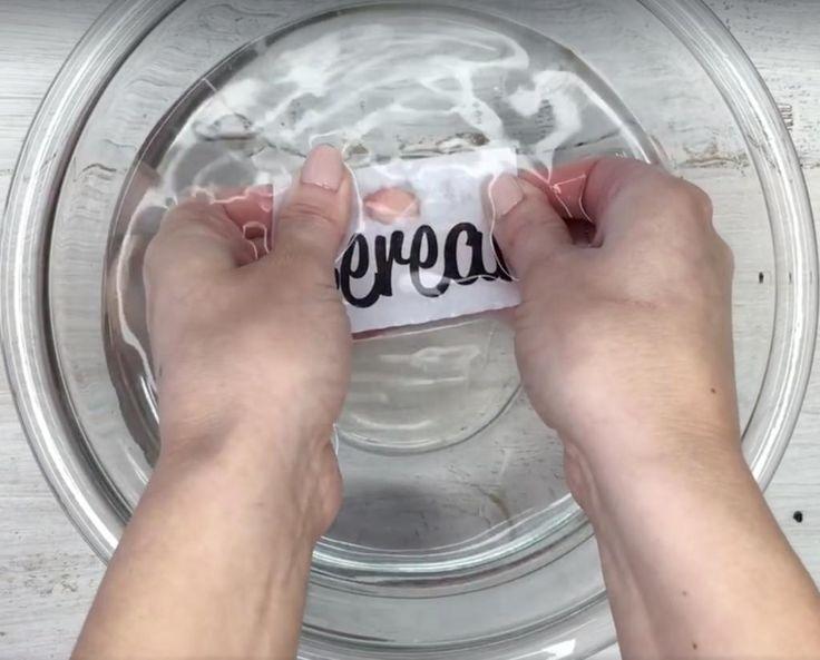 Avec cette méthode simplement géniale, vous voudrez coller des étiquettes sur tous vos contenants! - Trucs et Astuces - Trucs et Bricolages