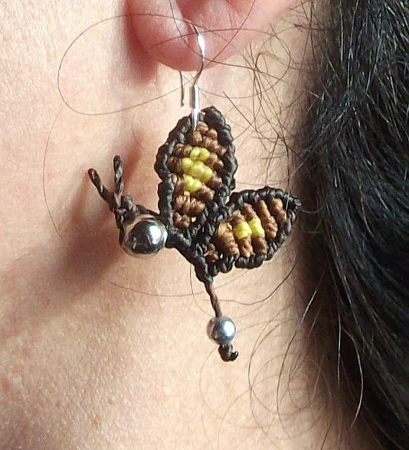 6,00 € - Pendientes mariposa en macrame - www.loopin.es/creacionesoasis - Pendientes hechos en macrame, con hilo encerado. G... | Artesanía en macramé y otras cositas más