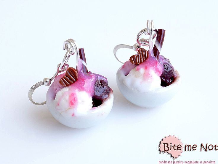 -Silver plated hook earrings!-Ice cream scoops (strawberry, chocolate and vanilla) with strawberry sauce, waffer and choco heart in a ceramic bowl!