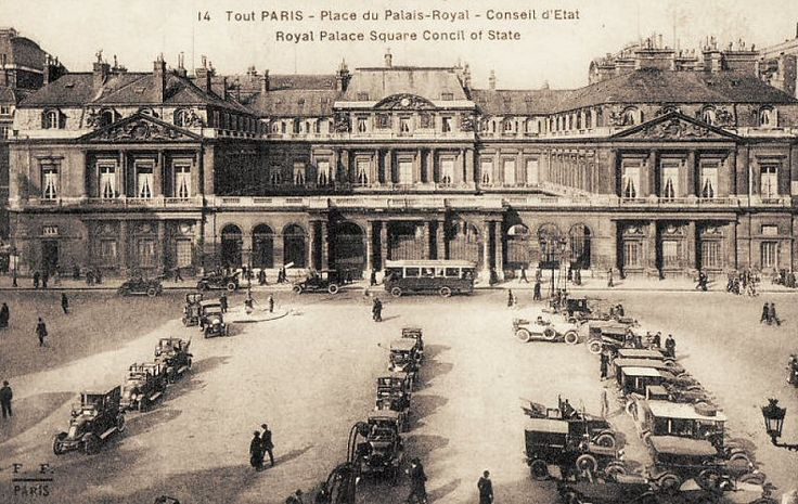 place du Palais-Royal - Paris 1er La place du Palais-Royal vers 1920.