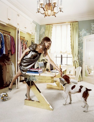 Wallpaper, table, closets, organization and all... Aerin, what I would do to be you for a day. Preferably when you are deciding what to wear. Can you just imagine the options. Sigh.