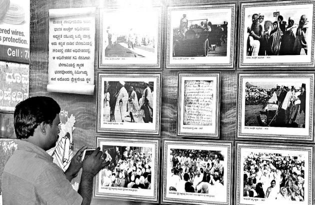 Photo expo on Gandhi enthrals commuters