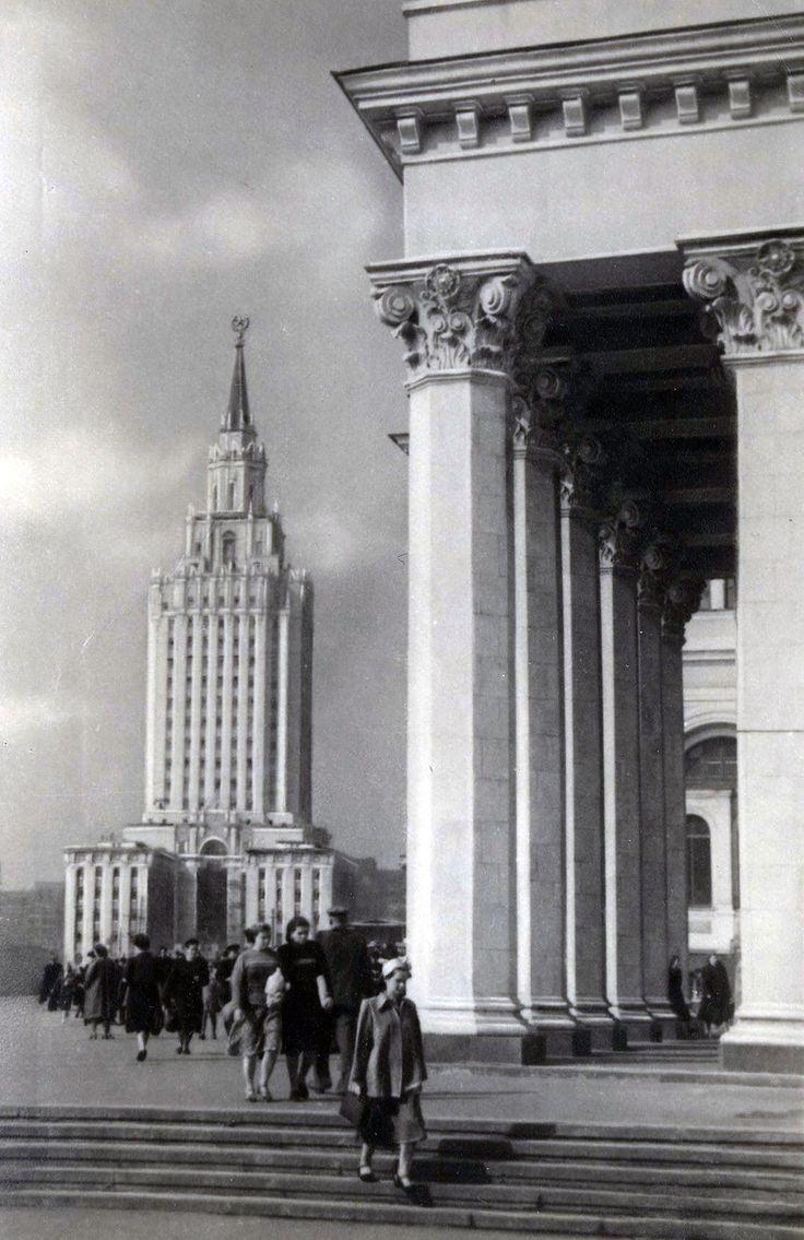 Высотное здание на Комсомольской площади. 1953