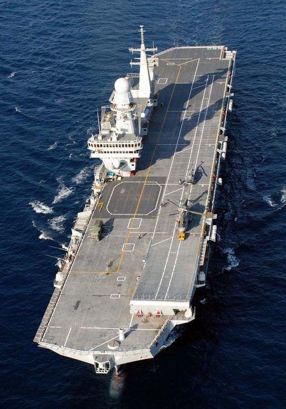 De 18 e 22 de outubro, o porta-aviões italiano Cavour sediou um encontro entre diversos setores militares, como parte do programa do Joint Strike Fighter (JSF), no qual a Marina Militare Italiana p…