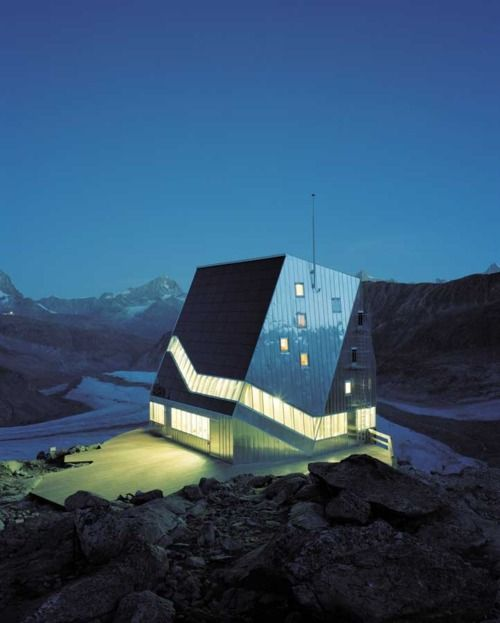 The Solar-Powered Swiss Alpine Club's new Monte Rosa Mountaineer's Hut, which resides at 2,810 meters above sea level, was designed by the Department of Architecture at the Swiss Federal Technical University in Zurich (ETH)