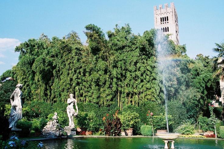Lucca palazzo pfanner con i suoi piani erbosi le for Piani di palazzo con piscina coperta