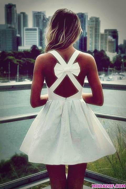 Kısa Beyaz Sırtı Açık Elbise