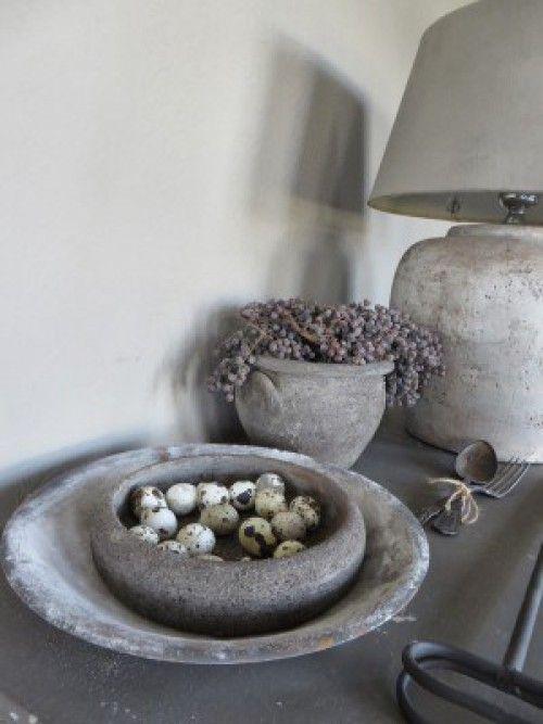 Interieur trend: Potten en vazen vergrijzen met muurvuller Action en deco verf