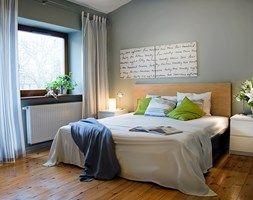 Sypialnia x 2 - Średnia sypialnia małżeńska, styl nowoczesny - zdjęcie od re-ARCH Home Staging