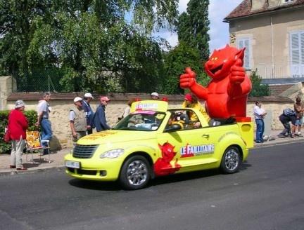 Les voitures publicitaires du Tour de France