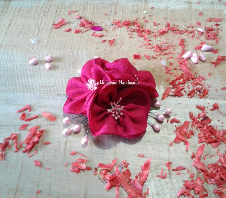 handmade hijab brooch - let's sparkle our hijab with beautiful flowers - #handmade #brooch #headpiece #brosjilbab #aksesoris #accessories #handmadebrooch #brooches #jualbros #brosjilbab #chic #aksesorispesta