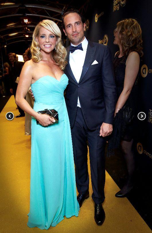 Chantal Janzen prachtig in haar blauwe jurk met haar toekomstige echtgenoot op het televizier gala 2014