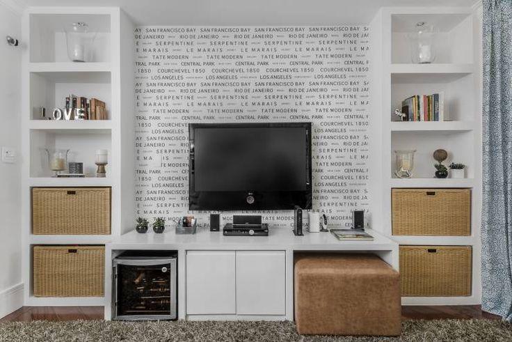 Casa Alto da Boa Vista: Salas multimídia Eclético por Alma em Design