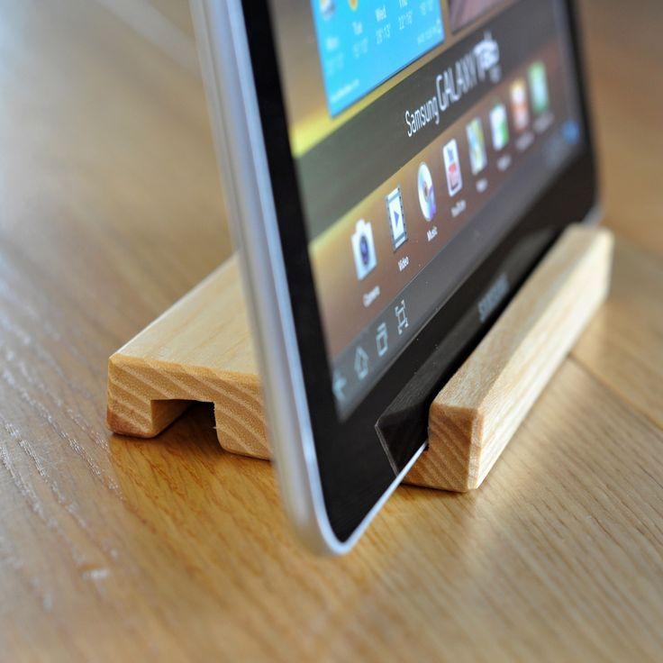 stojánek+na+tablet+či+mobil+Stojánek+pro+Váš+tablet+či+telefon.+Pro+všechny+přístroje+do+tloušťky+12mm.+použití:+Zvolte+velikost+výřezu,+podle+tloušťky+Vašeho+tabletu,+nebo+mobilního+telefonu.+Každý+kus+je+originál.+Materiál:+masiv+napuštěný+přírodním+olejem