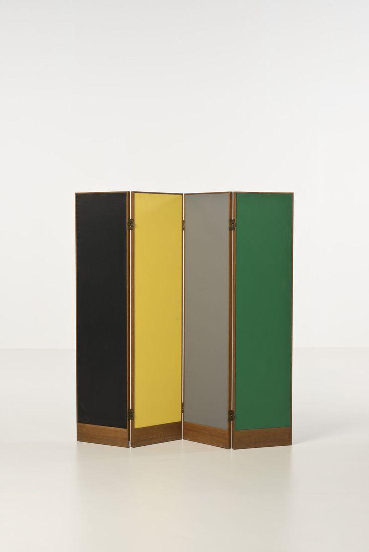 © Charles Edouard Jeanneret, dit Le Corbusier (1887-1965) Paravent Chêne, toile de vinyle polychrome, métal doré Commande spéciale pour un appartement de la Cité Radieuse de Marseille Date de création : vers 1950 H 140 × l 140 cm