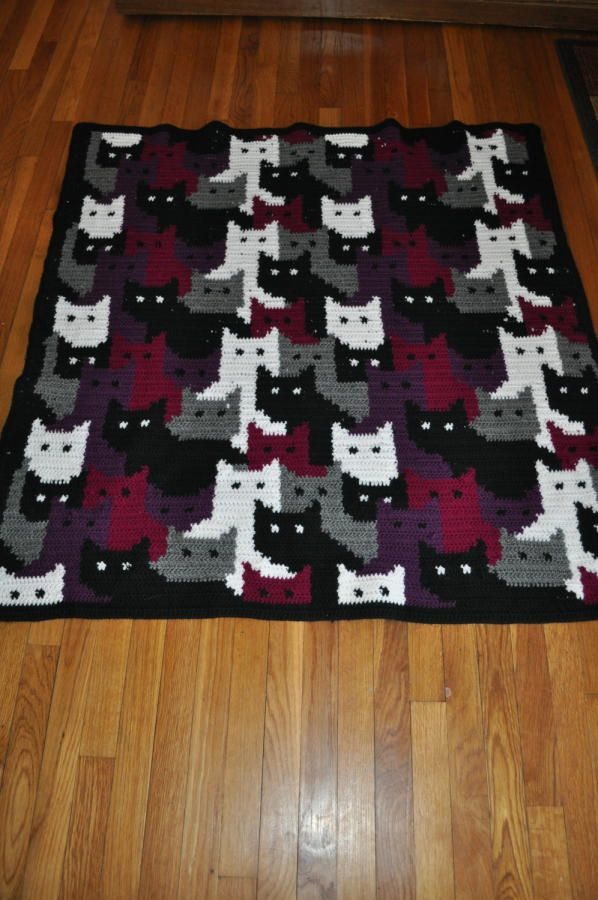 Colorwork with Cats - Crochet creation by Transitoria - I don't like cats but this is a really great design.  The transition of colors & design is beautiful.