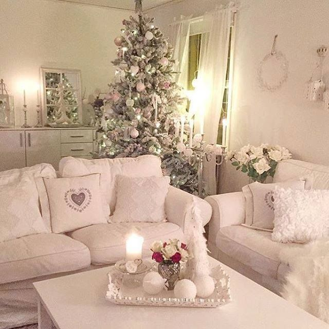 the 25 best ideas about shabby chic christmas on pinterest shabby chic xmas girly christmas. Black Bedroom Furniture Sets. Home Design Ideas