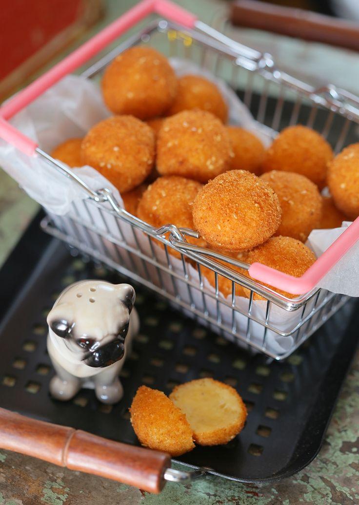 Rántott sajtgolyók - Sajtimádóknak kötelező! • Fördős Zé Magazin