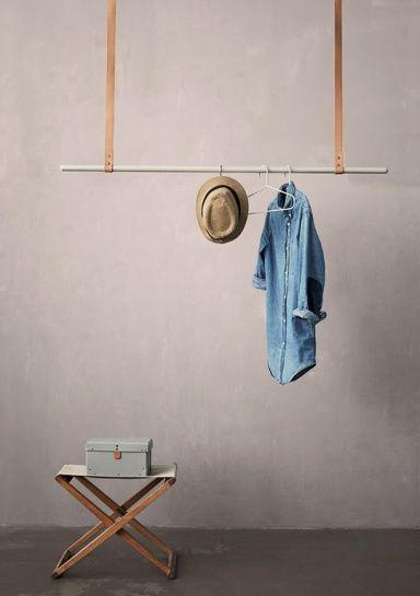 schwebende Kleiderstange