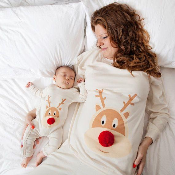 Kerst pyjama (x2) en baby/peuter met de hand genaaid pom pom neus
