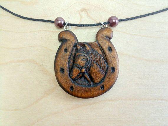 Horseshoe and Horse wood pendant di Woodzard su Etsy #wood #woodcarving #handmade #etsy #etsystore #jewelry #necklace #pendant #horse #horseshoe