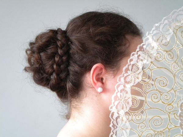 Regency Ball hairstyle | This is very fun and easy!  This looks beautiful even with thin hair like mine. It took me 20 minutes to complete.
