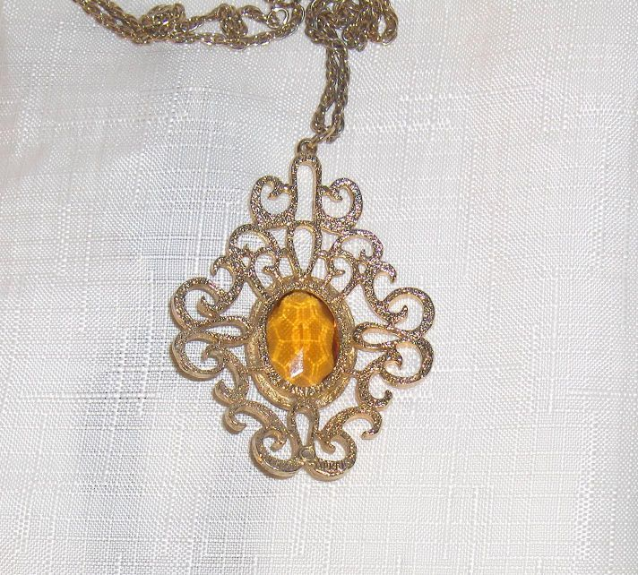 Sarah Coventry Vintage Necklace Pendant Large Amber Yellow Color Stone Canada  #SarahCoventry #Pendant