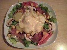 salade, tomate, champignon frais, jambon, pomme de terre, pignon, croûtons, Fromage à raclette