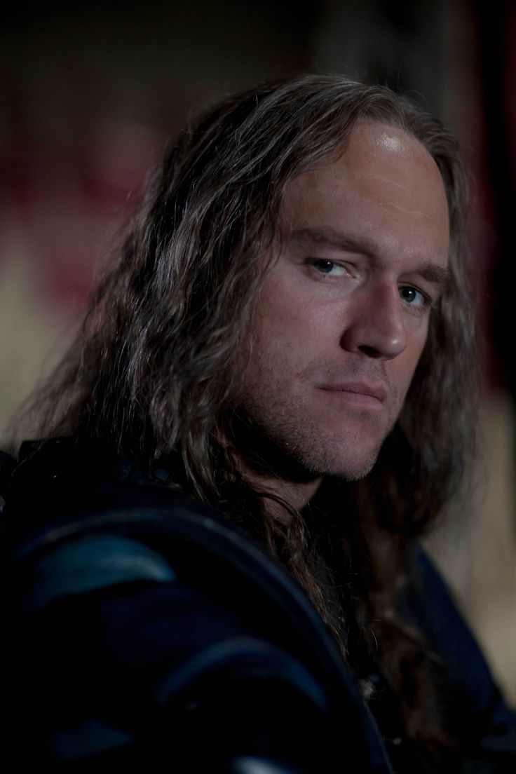 Elliot Cowan in Beowulf