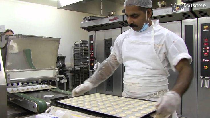 Les secrets de fabrication des macarons Ladurée This is fabulous.