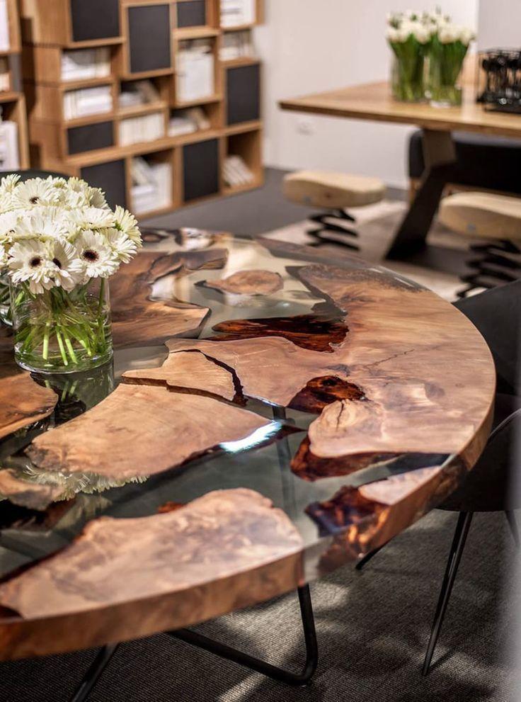 Dieser Schone Tisch Wurde Aus Harz Und 50 000 Jahre Altem Holz