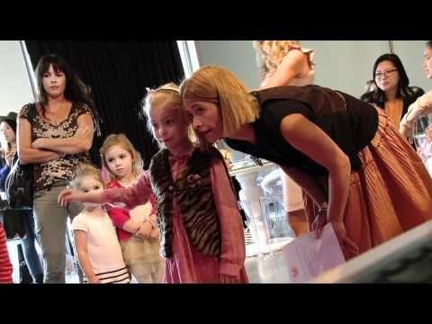 ▶ Microsoft XNA Kinect App for Barbie Dream Closet.mp4 - YouTube