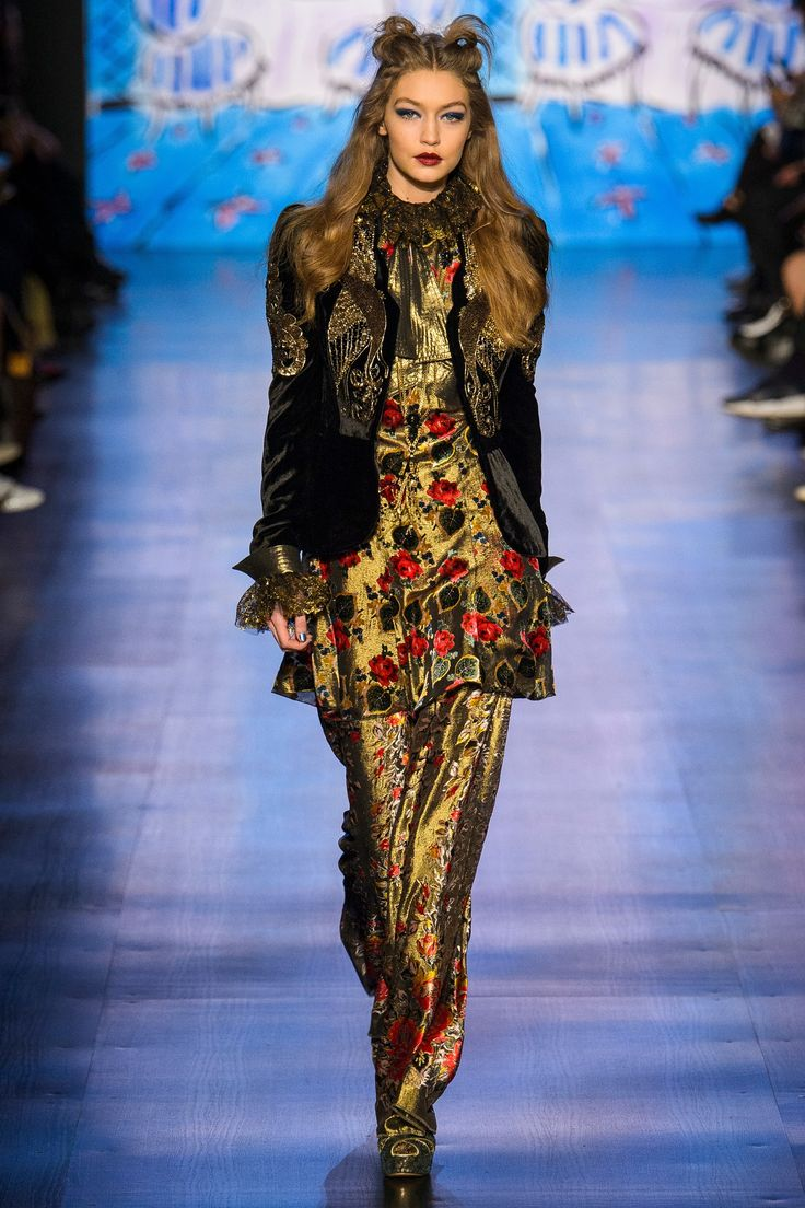 Fall 2017 Ready-to-Wear: Anna Sui // Runway trends inspiring handbag and fashion accessory design #VergeCreativeGroup @VergeCreative