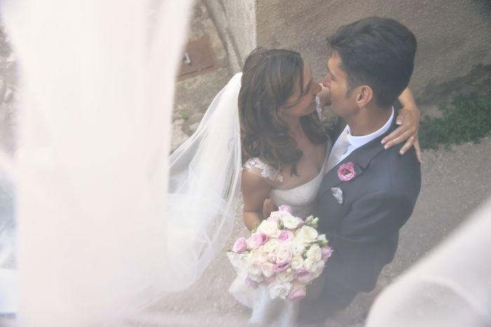 couture-sposa-foto-particolare http://www.couturehayez.com/blog/maria-francesca-e-andrea-le-nozze-nella-romantica-isola-di-lubience-in-croazia/