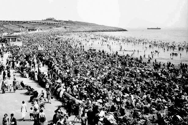 Holiday Makers in Barry Island 1938, Miners Fortnight x