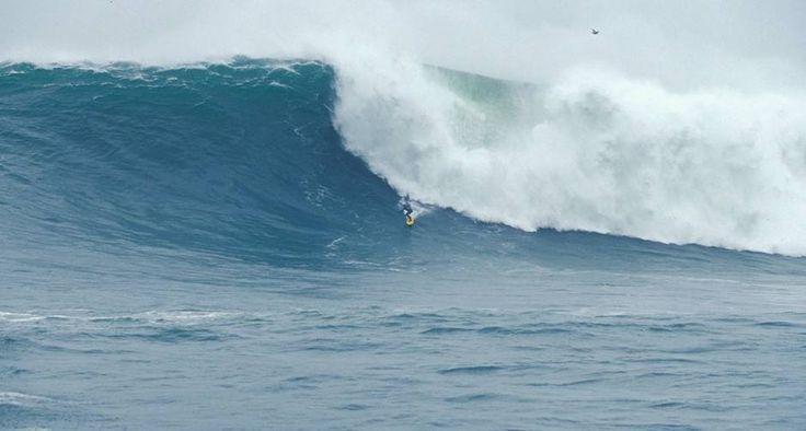 Mito. O recifense Carlos Burle surfa em Mavericks, litoral de São Francisco, nos Estados Unidos, no dia em que pegou a maior onda do mundo