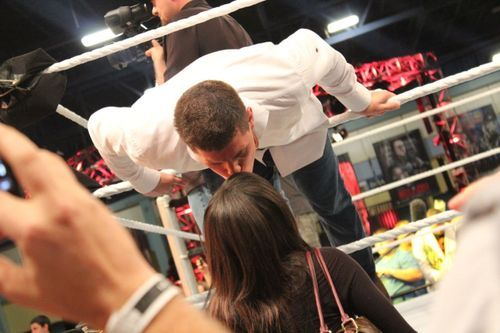 Cody Rhodes getting a kiss from his wife Brandi Rhodes (Eden Stiles) at a WWE live event