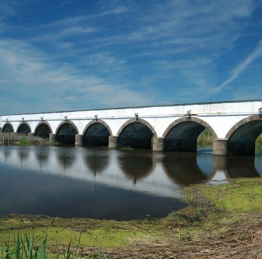 Hortobágy national park in Hungary - The Nine-holed Bridge - A hortobágyi Kilenclyukú híd egy régi fahíd helyén épült klasszicista stílusban 1827-1833 között Povolny Ferenc tervei alapján. Az 1697-ben épült fahíd a nagy forgalom miatt elhasználódott.