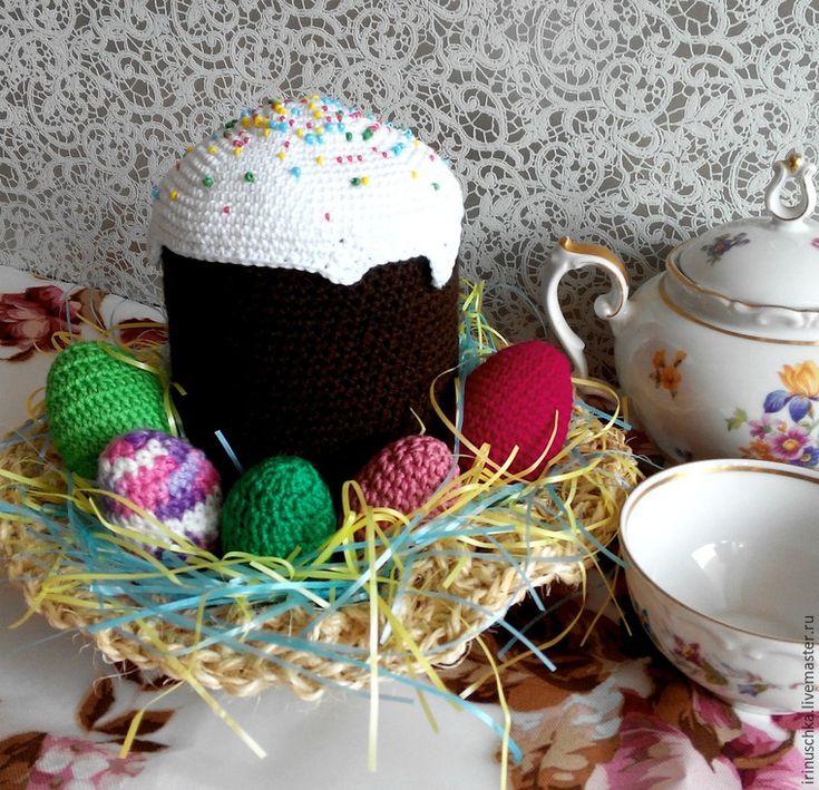 Приближается самый главный и, наверное, самый любимый праздник христиан — Пасха! Все пекут или, как я, покупают куличи (пекла бы тоже, но у меня плита без духовки), красят яйца, украшают свое жилище (а некоторые — и прилегающие территории). В общем, весна, птички, солнышко, всеобщее веселье! И правда, как прекрасно, когда на столе стоит красивый румяный кулич, сверкающий белой сахарной глазурью и…